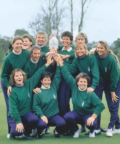 Das europäische Team 1992 nach dem ersten Sieg in der Heimat.