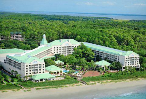 Das beste Haus der Insel, und das nicht nur für Golfer: Das Sanctuary Hotel liegt direkt am Atlantik (weitere Infos: www.kiawahresort.com).