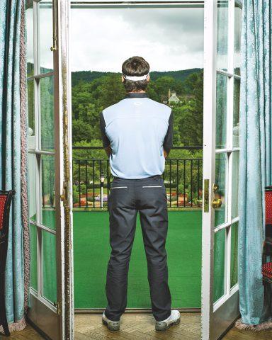 Bubba Watson vor Fenster mit Rücken