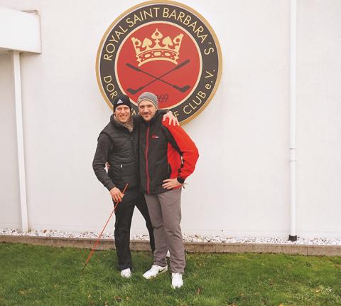 Trainer und Schüler: Lars Tobias Küpper, PGA Pro des Golfclubs St. Barbara's in Dortmund, und Alexander Jordan (r.)