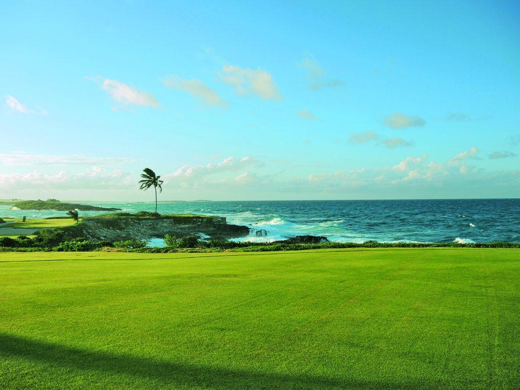 Spektakulär: Sechs Spielbahnen befinden sich auf einer atemberaubend schönen Halbinsel direkt am Meer.