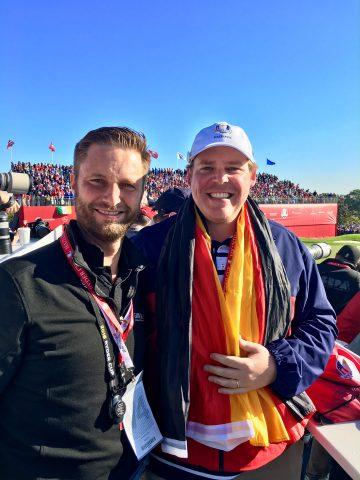 Jan Feigen (r.) aus Hamburg ist Volunteer und Marshall beim Ryder Cup.