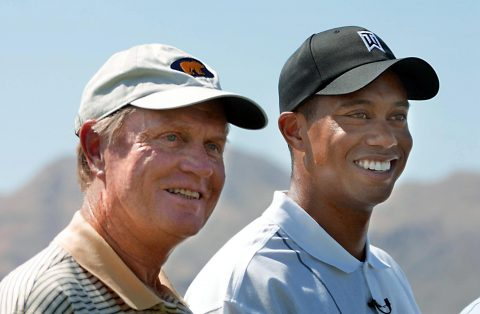 PALM DESERT, UNITED STATES: Golf legends Jack Nicklaus (L) and Tiger Woods (R) pose for photographs prior to the beginning of play at the Battle at Bighorn that will pit Woods and Nicklaus against Sergio Garcia and Lee Trevino 29 July, 2002 at Palm Desert, California. AFP PHOTO/Mike NELSON (Photo credit should read MIKE NELSON/AFP/Getty Images)