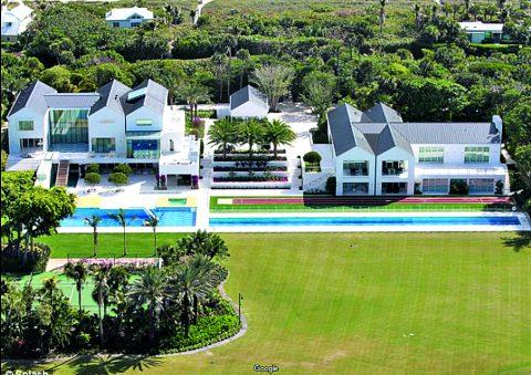 Ein so großes Anwesen ganz für sich alleine. Dann kann man schon einsam werden. Tigers Grundstück von oben inklusive ein paar Golfbahnen.