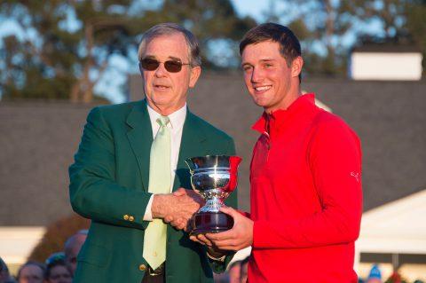Beim Masters 2016 gewinnt Bryson DeChambeau den Pokal des besten Amateurs.