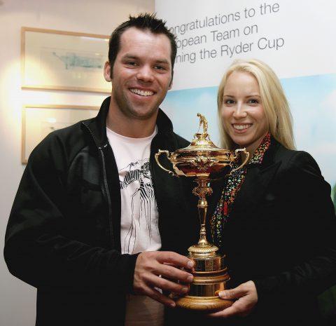 2006 posierte Paul Casey mit seiner damaligen Freundin Jocelyn Hefner mit einem Nachbau der Ryder Cup-Trophäe.