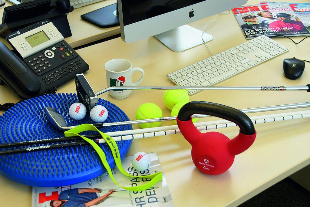 Wenige Utensilien genügen, um auch im Büro oder zu Hause trainieren zu können.