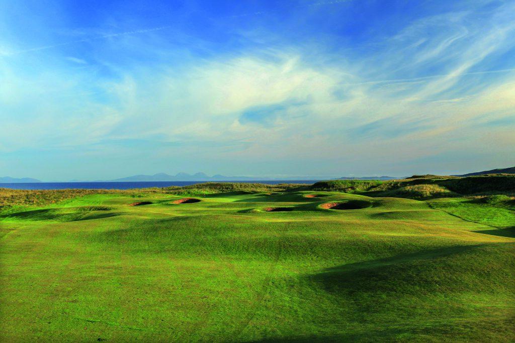 Links-Golf in Vollendung bietet Machrihanish. Das Kleinod in den Dünen bildet den krönenden Abschluss unserer Reise aus Fliegen und Golfen.
