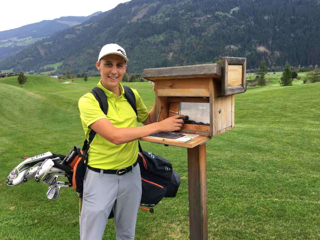 Im Golfclub Zillertal Uderns können am 9. Abschlag eine Wurstsemmeln, Bier – oder was das Golferherz sonst so begehrt – bestellt werden. (Foto: Isabel von Wilcke)