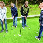 Golf und Schule: Kinder, die vorher nie etwas mit dem Golfsport zu tun hatten, kommen so einfacher mit dem Sport in Berührung