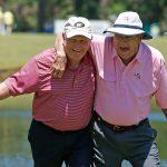 Jack Nicklaus (links) und Arnold Palmer bei der Greats of Golf exhibition Insperity Championship im Woodlands Country Club im Mai 2013 (Photo by Scott Halleran/Getty Images)
