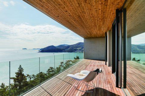 Entspannung pur bei diesem Ausblick. Das Clubhaus und das Resort von South Capevereinen in sich ein Gesamtkunstwerk, das von einigen der renommiertesten Architekten sowie Künstlern aus Korea geschaffen wurde.