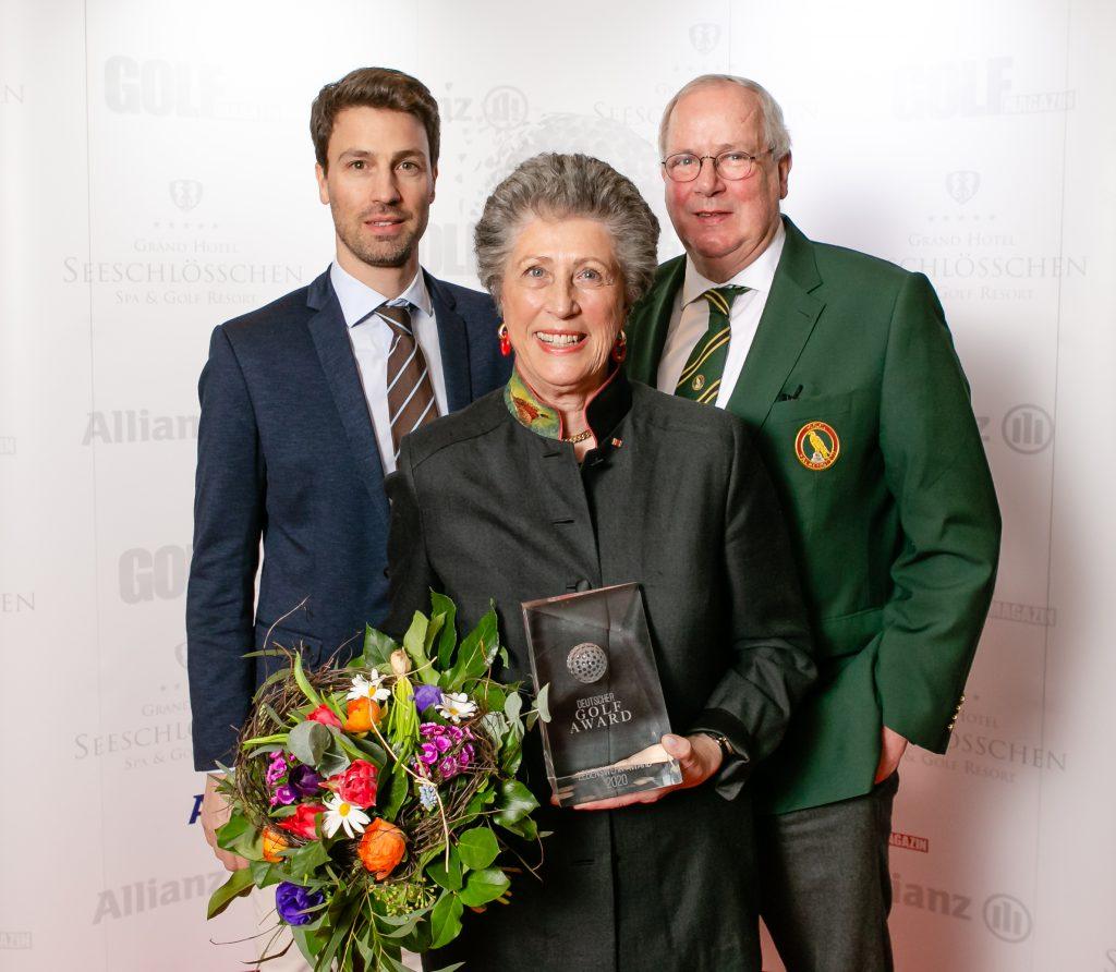 Starke Männer hinter einer starken Frau: Marion Thannhäuser mit Sohn Michael (früher ebenfalls Nationalspieler) und Ehemann Peter (rechts) beim Deutschen Golf Award 2020. (Foto: Frank Molter)