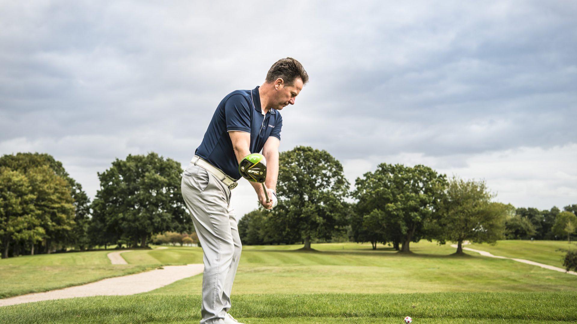 Paul Dyer verrät im 4. Teil unserer Golf-Mythen-Serie, inwieweit es sinnvoll ist, auf einer Ebene zu schwingen. (Foto: Stefan von Stengel).4