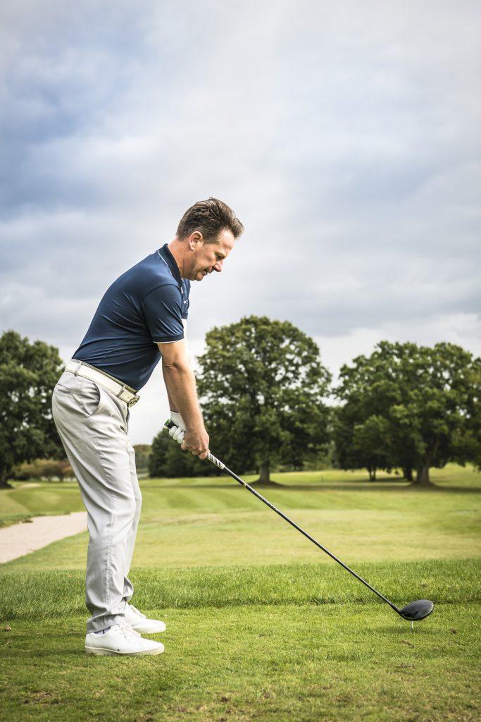 Eine perfekte Ansprechposition von Paul Dyer. Der Profi für Golf-Mythen versichert, dass man sich auch vor dem Schwung und der Findung der richtigen Ebene nicht zu fürchten braucht (Foto: Stefan von Stengel).