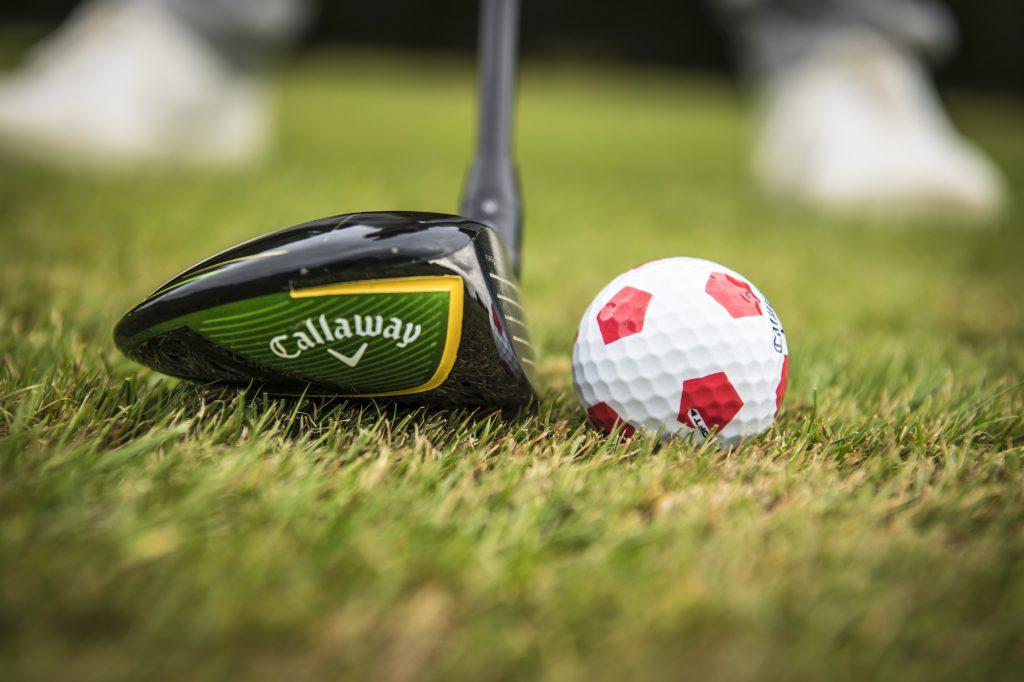 In der Outdoorsportart Golf gibt es sie, die perfekte Lage auf kurzgemähter Fläche (Foto: Stefan von Stengel).