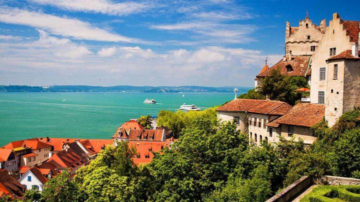Golfen am Bodensee: Südliches Flair: Blumen, Palmen, Wasser und malerische Gässchen - sieht irgendwie nach Italien aus, ist aber in Baden-Württemberg (©shutterstock).