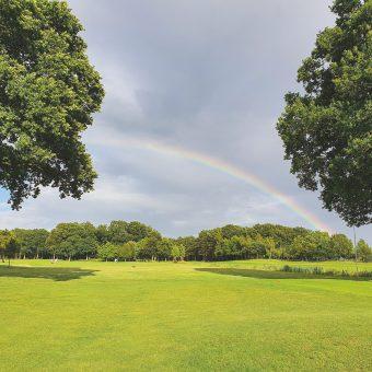 In Ausgabe #1 2021 des Golf Club Magazin präsentieren sich viele Partnerclubs in den schönsten Farben – wie hier der Oldenburgische GC.