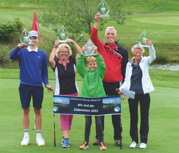 Die strahlenden Sieger der Clubmeisterschaften 2021 des GC am Donner Kleve.